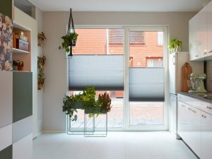 Welke raamdecoratie is geschikt voor de keuken?